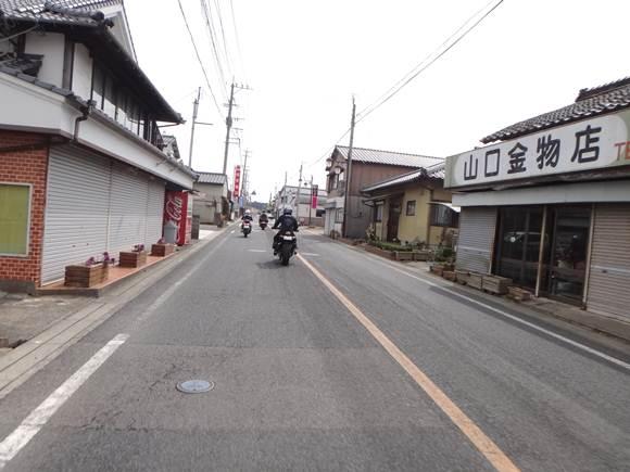 10 地方色満点な道.JPG