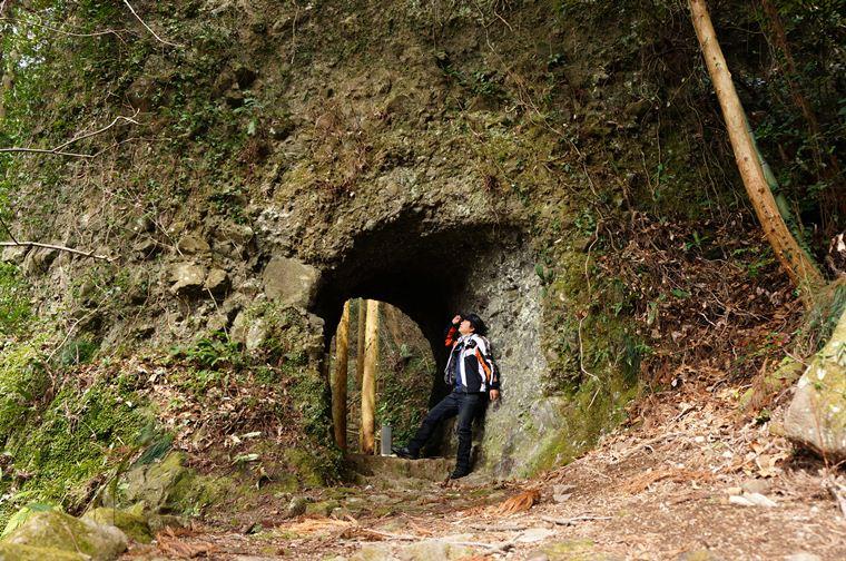 12 素彫りのトンネルが出現.JPG