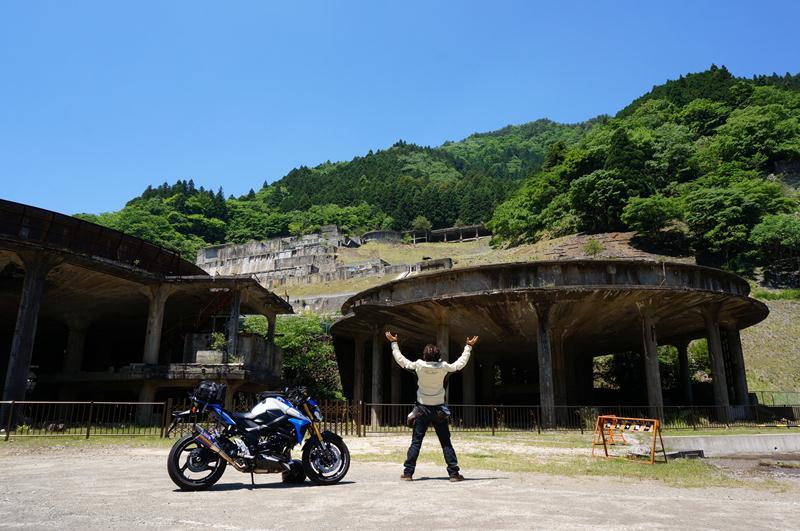 14 バイクで横付けできるステキな廃墟.JPG
