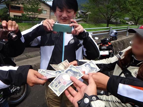 14 高額なアトラクションなのでカンパ金.JPG