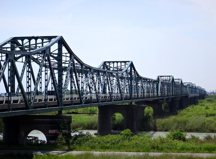 15 川幅が凄いので鉄橋もなげー.JPG