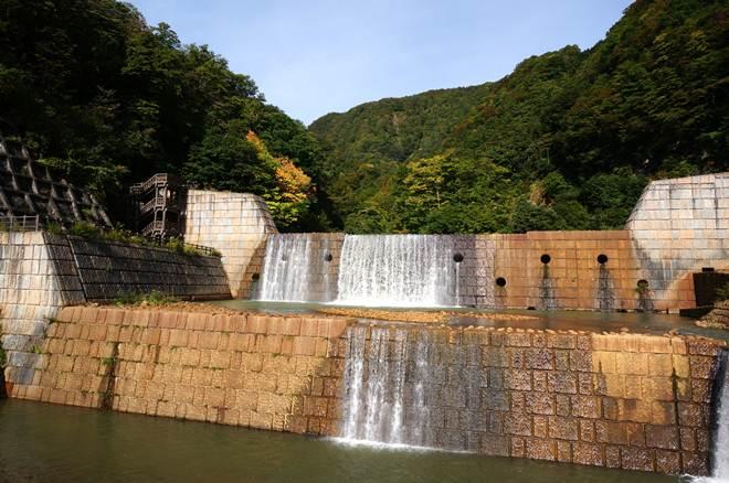 15 水の色が鉱山跡みたい.JPG