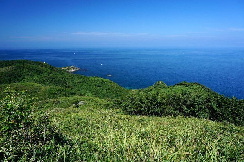 16 この遥か沖に沖ノ島.JPG
