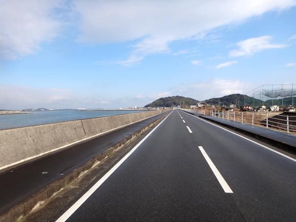 17 向かいの森が蓑島.JPG