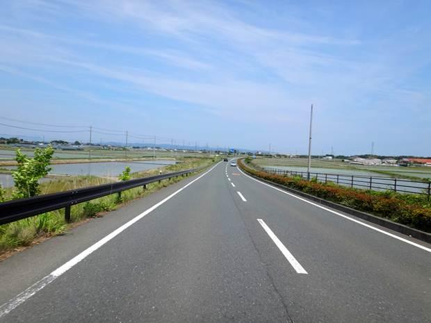 20 津波の非難場が一定間隔である道.JPG