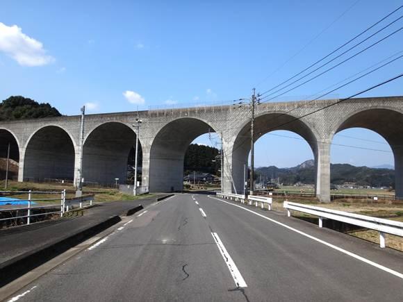 21 新しくてもアーチ橋は美しい.JPG