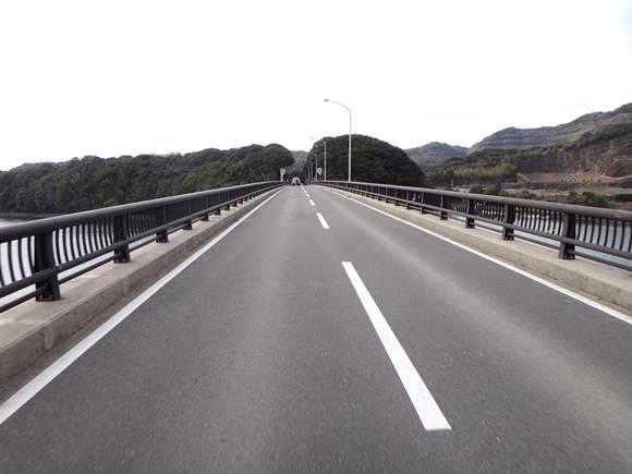 23 このショボイ橋を渡ると長崎県.JPG