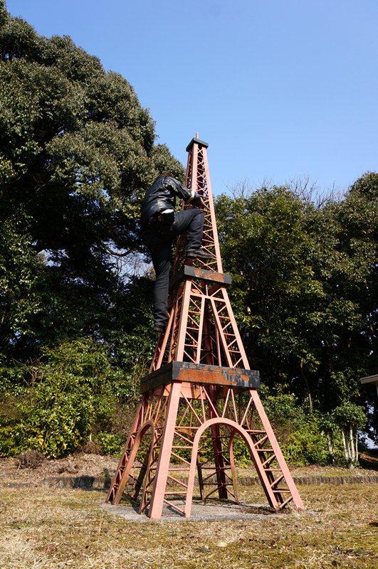 25 このエッフェル塔も登れます.JPG