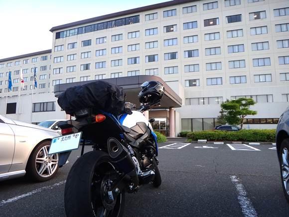 25 バイクは車と一緒の駐車場なのが残念.JPG