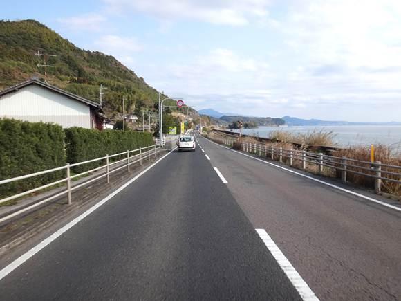 25 大村湾の道.JPG
