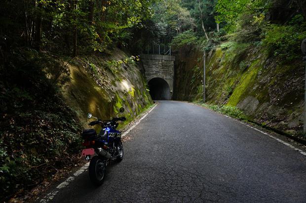 2 探検気分の演出にトンネルは欠かせません.JPG