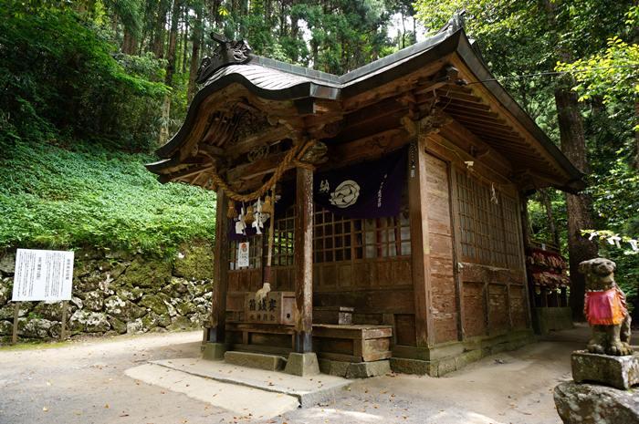 30 素朴な拝殿.JPG