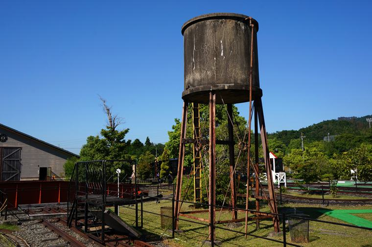 33 当時そのままの給水塔.JPG