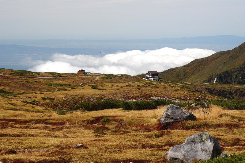 35 雲海の上をヘリが来ます.JPG