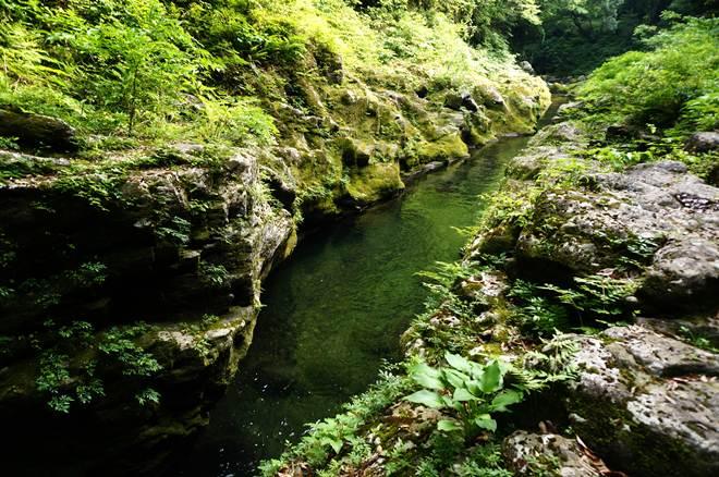 38 パワースポットから流れる川.JPG
