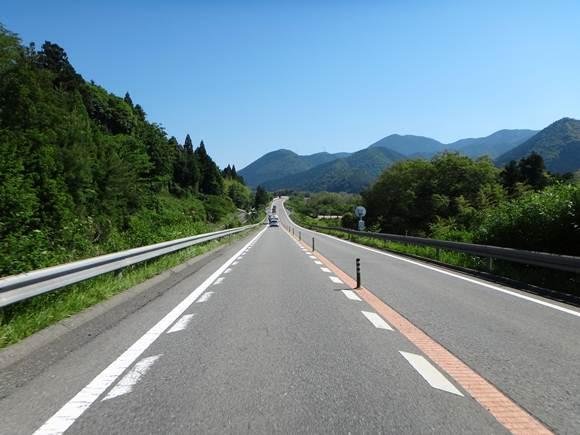 4 景色がいい有料道路です.JPG