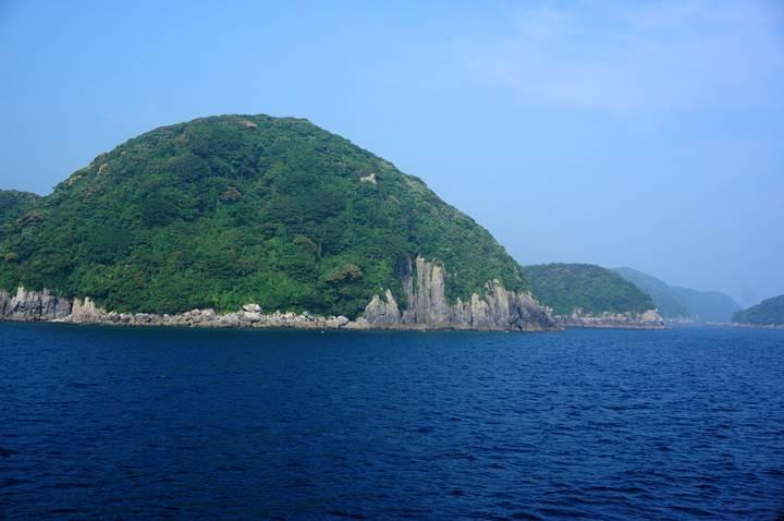 51 ほぼ崖に囲まれた島だった.JPG