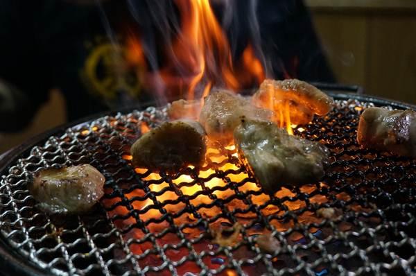 54 鶏は火柱があがるぐらいが香ばしい.JPG