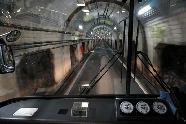 5 いきなりくろよんの一番の難工事だったトンネルへ.JPG