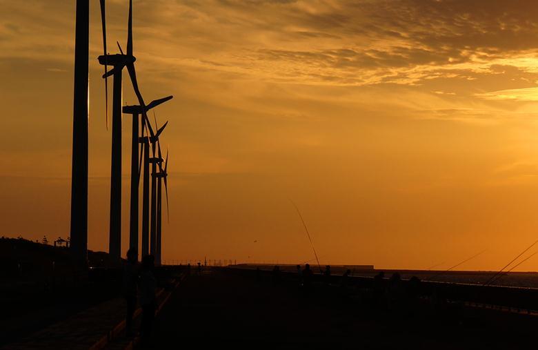 63 響灘の名物風車.JPG