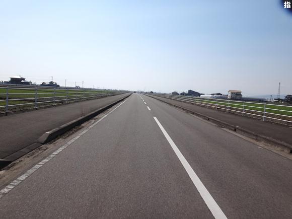 9 佐賀平野の一本道.jpg