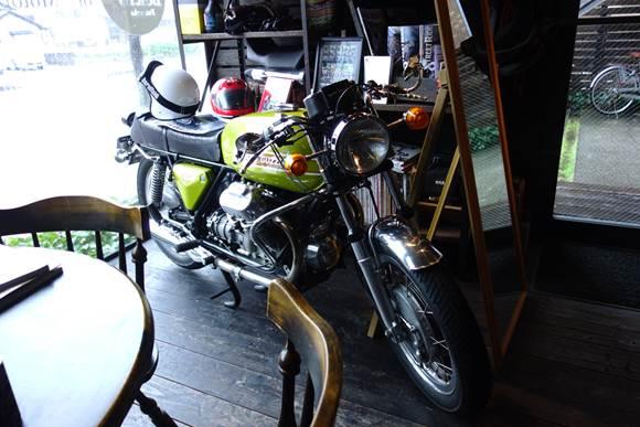 基本的にこういうバイクが似合うウエアが多い.JPG