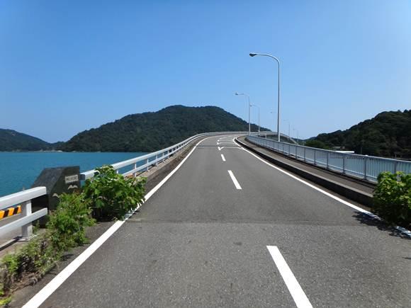 9 漁港にかかる橋.JPG